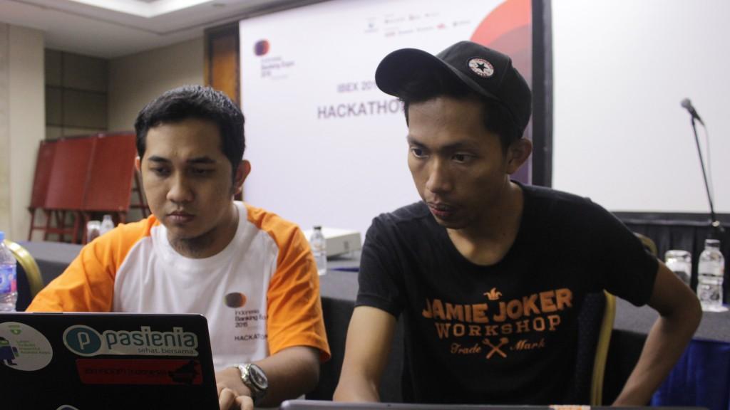 Fadli (kiri) dan Dimas (kanan), developer aplikasi Lunas.in